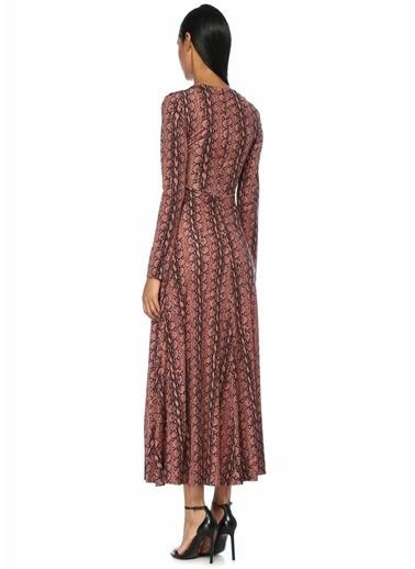 Alexa Chung for AG V Yaka Yılan Derisi Desenli Maxi Elbise Pembe